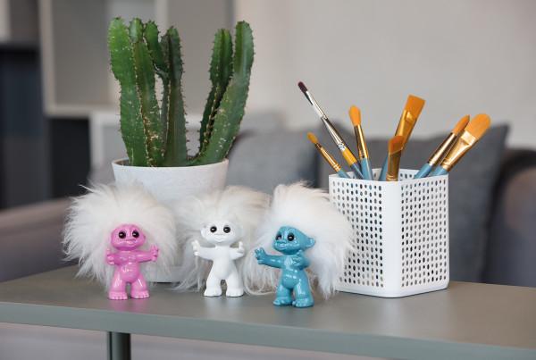 Trolls Puppe World Tour in tollen Farben | Lizenzprodukt von Dreamworks - Kinofilm | 9-12 cm Sammelfigur | Keramik mit echtem Schaafshaar